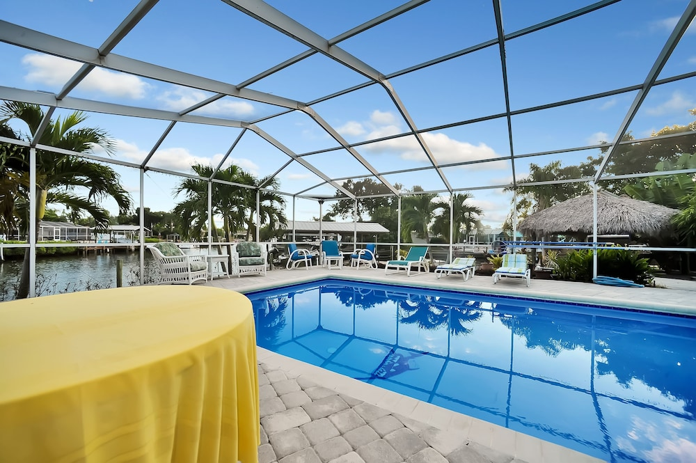 Pool, Apollo Beach W/ Pool, Room To Entertain, Pet Friendly! 6 Bedroom Home