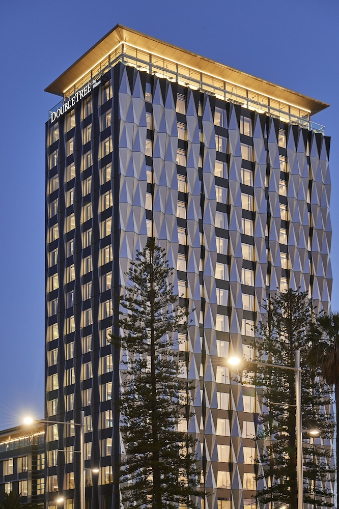 Front of Property - Evening/Night, DoubleTree by Hilton Perth Waterfront