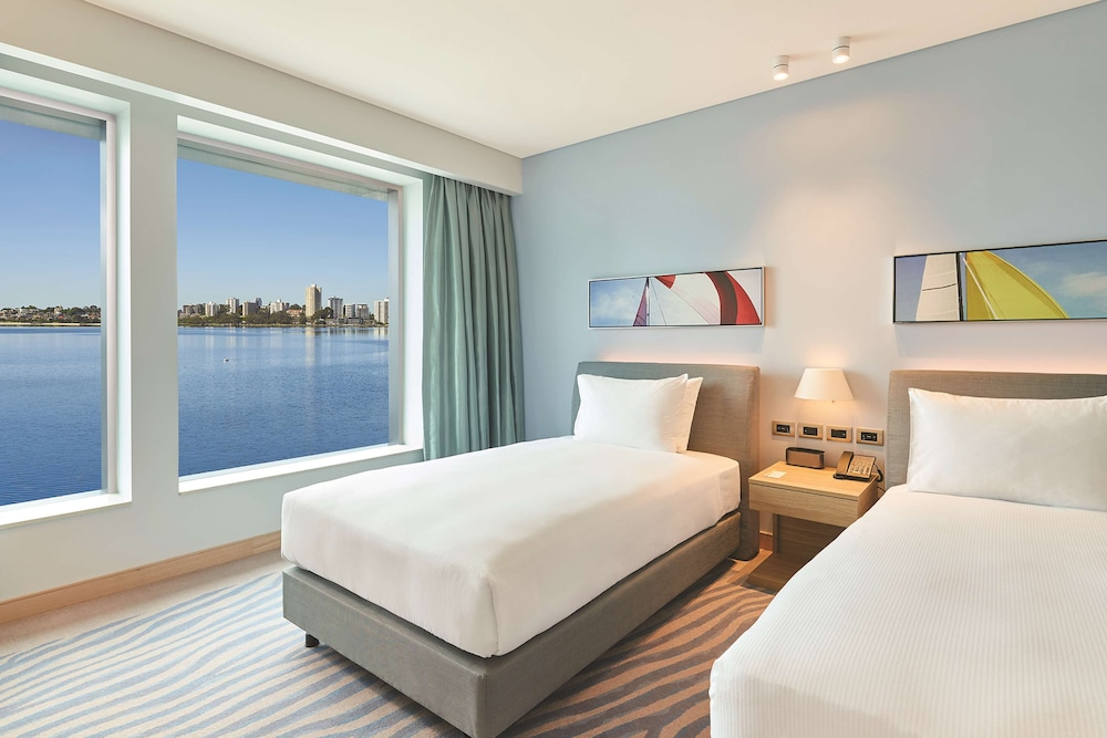 Room, DoubleTree by Hilton Perth Waterfront