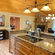 Spacious Retreat for Families and Friends at Lake Burton