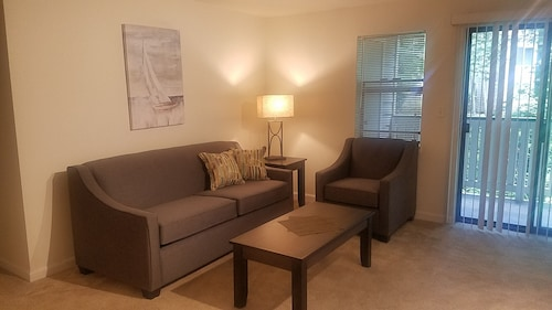 D216 Executive Suite 2 bd 1 bth - 2nd Floor