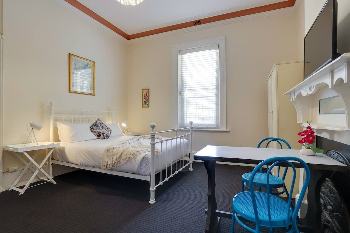 The Duke Large Heritage Room Glenelg