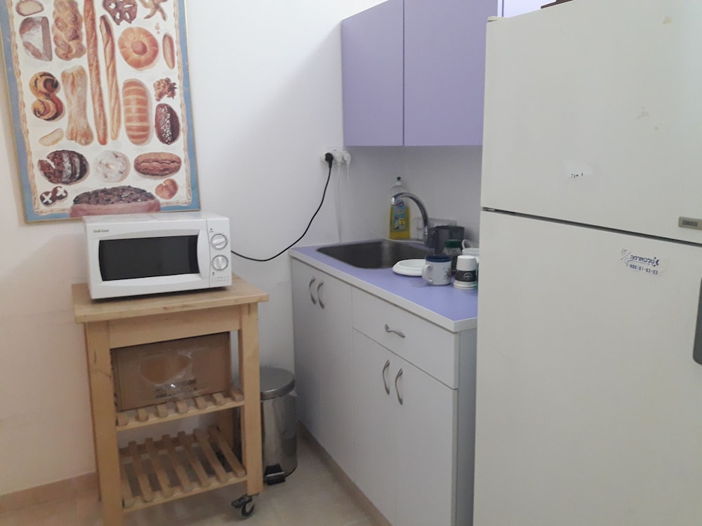Private Kitchen, Family Retreat Near Jerusalem for weekends and short term
