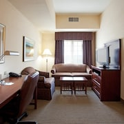 Walking Distance to LSU Campus Comfy Suite + King Bed