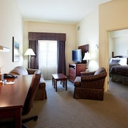 Walking Distance to LSU Campus Comfy Suite + Pool Access