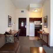 Walking Distance to LSU Campus On-site Pool + Fitness Center