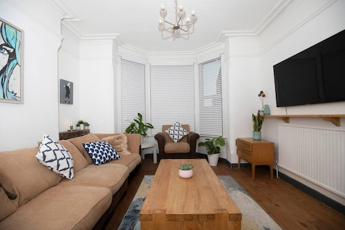 Arthouse Lovely Spacious 5 bed house