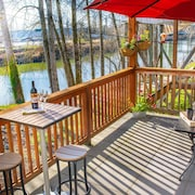 New!! River View Deck ~ In Heart of Downtown Snohomish, Work Space