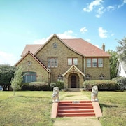 1920's Vintage Mansion Next to Deep Ellum