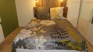 Individually decorated, blackout curtains, free WiFi, linens