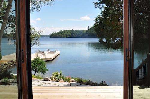 Muskoka, Canada! Family Compound Situated In Quiet Cove On Skeleton Lake