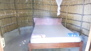Free cribs/infant beds, bed sheets