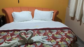 Hypo-allergenic bedding, blackout drapes, free WiFi, bed sheets