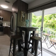 ?? ? 2 Bedroom Apartment! ? On Main Strip! ? Balcony! Calle Ocho! ???