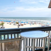 Nicely Decorated Condo on the Beach Right Next to World Famous Ocean Annie's!