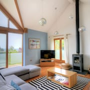 Pippin Charmouth - Three Bedroom House, Sleeps 8