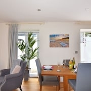 Seas The Day - Two Bedroom House, Sleeps 4