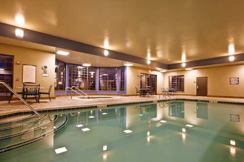 Studio Suite - Free Breakfast Buffet, Business + Fitness Center Access