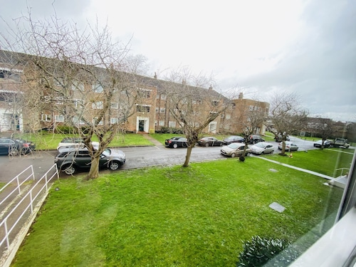 Nice 3-bed Apartment Close to Heathrow