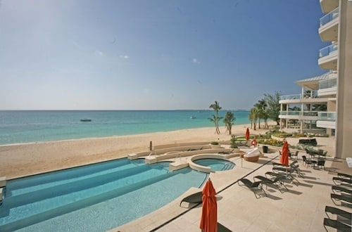 Terrace/Patio, Luxury Oceanfront Condo on Seven Mile Beach, Grand Cayman
