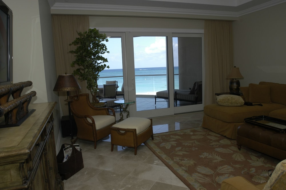 Living Room, Luxury Oceanfront Condo on Seven Mile Beach, Grand Cayman