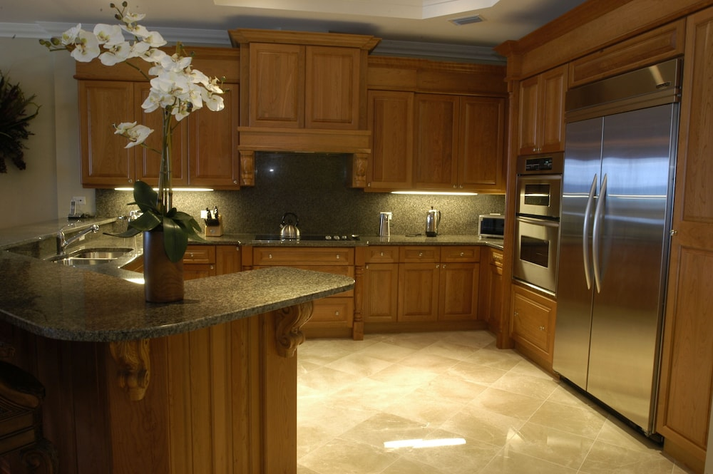 Private Kitchen, Luxury Oceanfront Condo on Seven Mile Beach, Grand Cayman