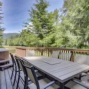 Family Retreats at the Lazy Bear Lodge, Fireplace, big Kitchen, hot tub