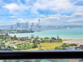 Sea City Views Takapuna Studio w Carpark