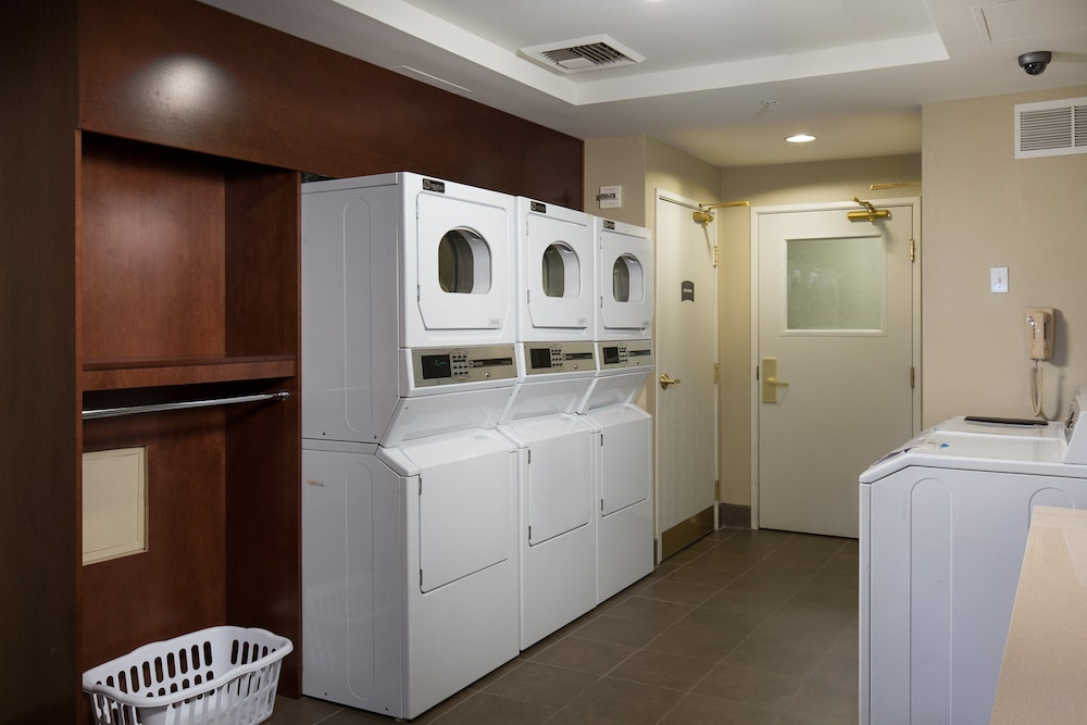 Laundry Room, Suite With Extra Large Living Area 24h Business Center + 24h Fitness Center