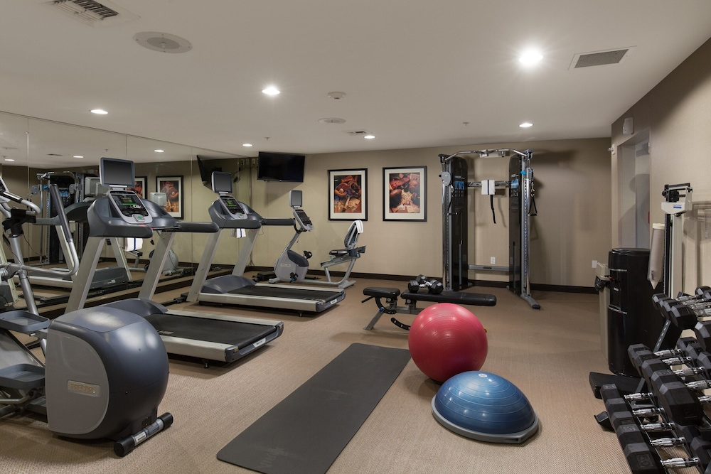 Fitness Facility, Suite With Extra Large Living Area 24h Business Center + 24h Fitness Center