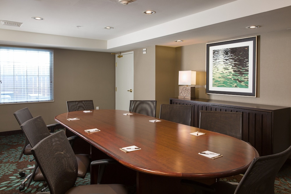 Meeting Facility, Equipped Suite Pool Access, 24h Business Center + 24h Fitness Center