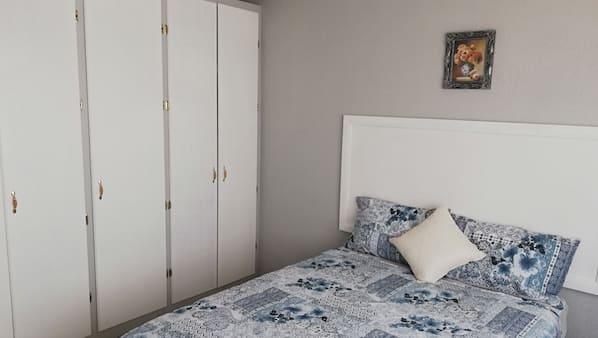 14 bedrooms, iron/ironing board, WiFi
