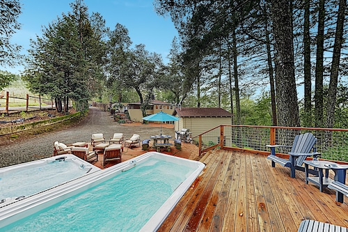 Luxe Vineyard-view Hideaway w/ Swim Spa & Hot Tub!