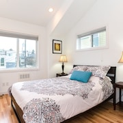 Fremont Retreat! Just 10 Mins to Downtown Seattle