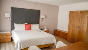 In-room safe, laptop workspace, iron/ironing board, free WiFi