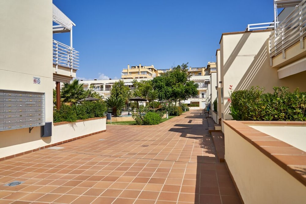 , Beachfront Apartment, With Pool and Urban Areas. Zarati