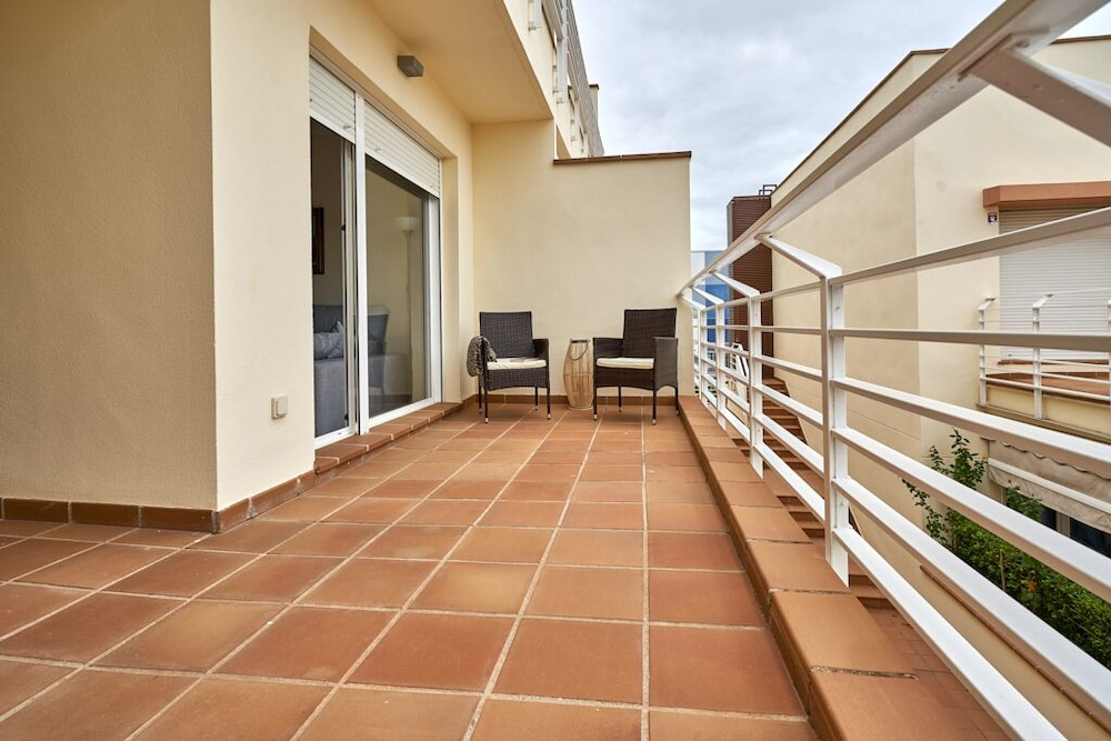 Balcony, Beachfront Apartment, With Pool and Urban Areas. Zarati