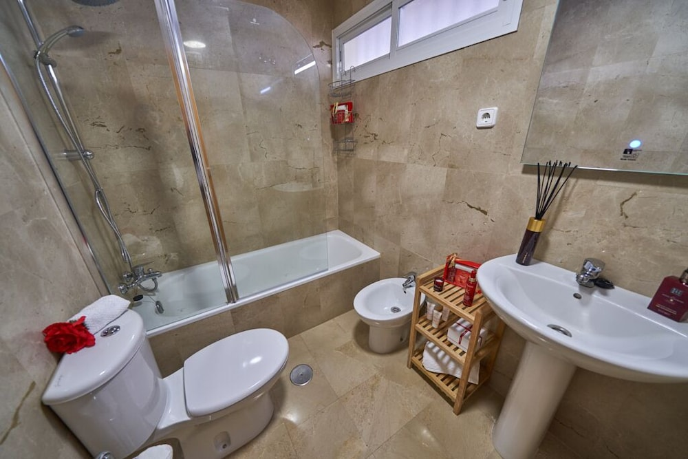 Bathroom, Beachfront Apartment, With Pool and Urban Areas. Zarati