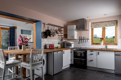 Stylish Cottage for 4 in the Brecon Beacons