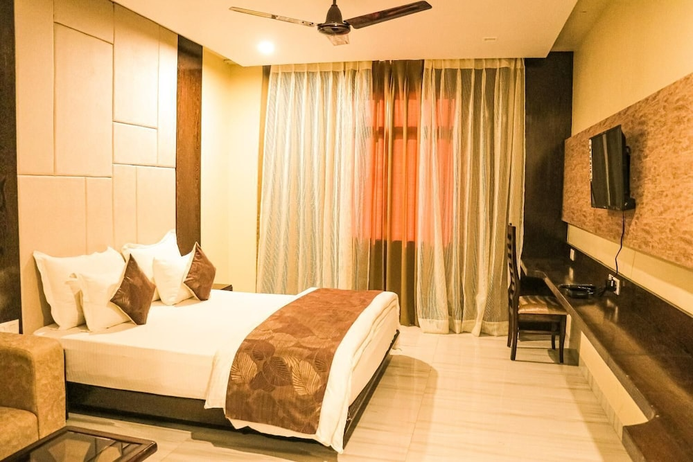 Room, Hotel Grand Surya By Rivaa
