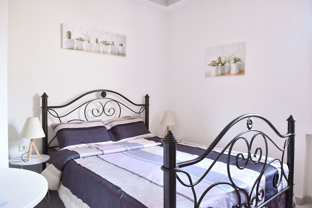 Room, Pasiphae-central Cozy Apartment Close to the sea
