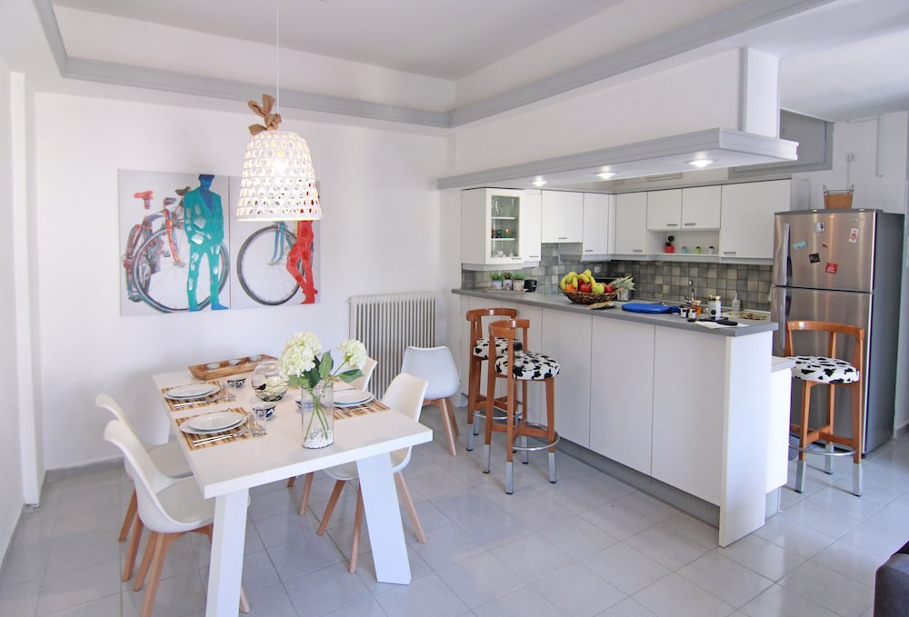 Private Kitchen, Pasiphae-central Cozy Apartment Close to the sea