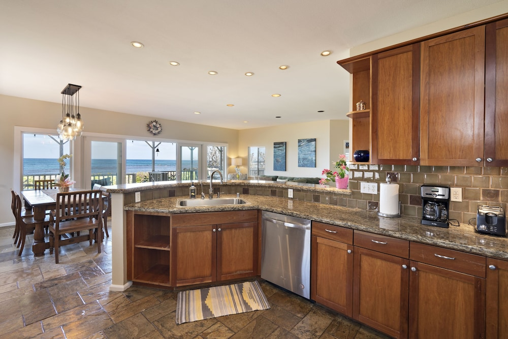 Private Kitchen, Exquisite Hawaiian Style Balinese Beachfront w/ Two Master Suites!!