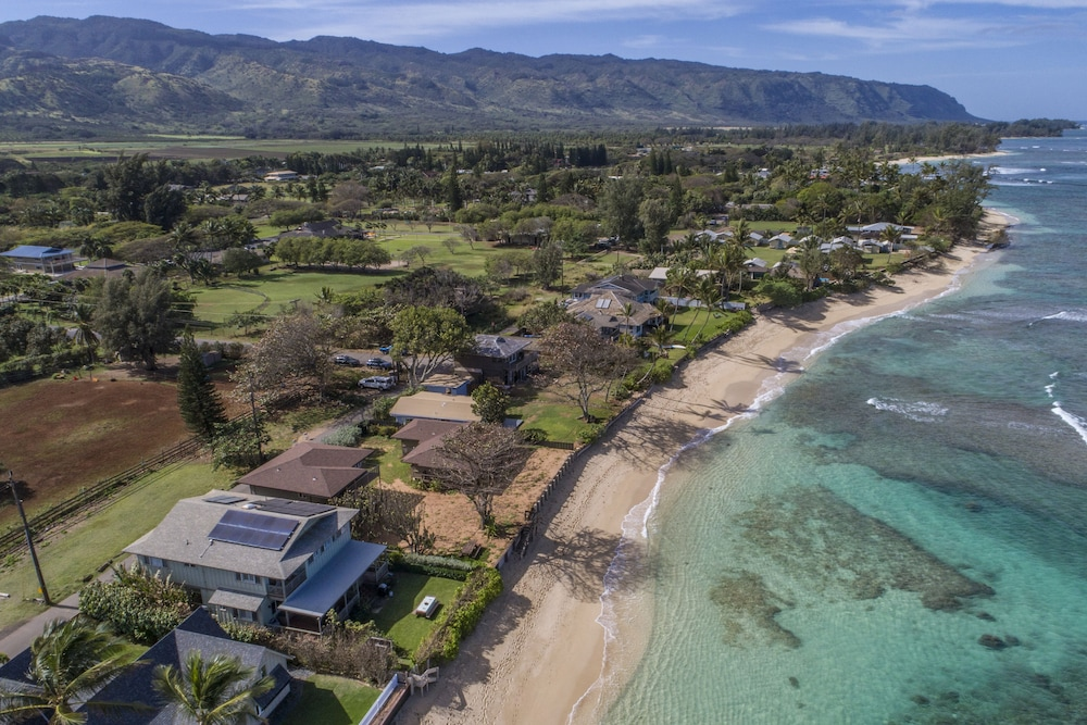 , Exquisite Hawaiian Style Balinese Beachfront w/ Two Master Suites!!