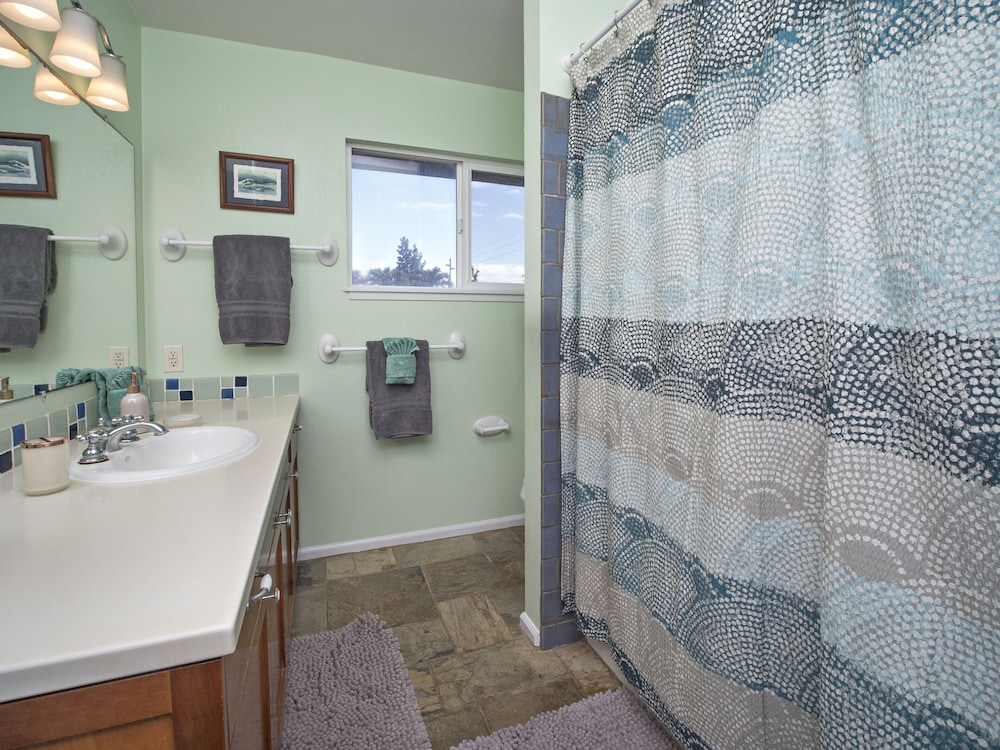 Bathroom, Exquisite Hawaiian Style Balinese Beachfront w/ Two Master Suites!!