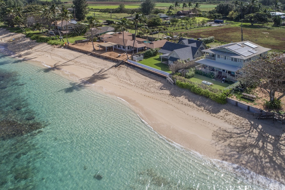 Featured Image, Exquisite Hawaiian Style Balinese Beachfront w/ Two Master Suites!!