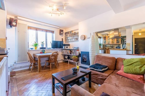 Bright and Cosy Flat by Clissold Park