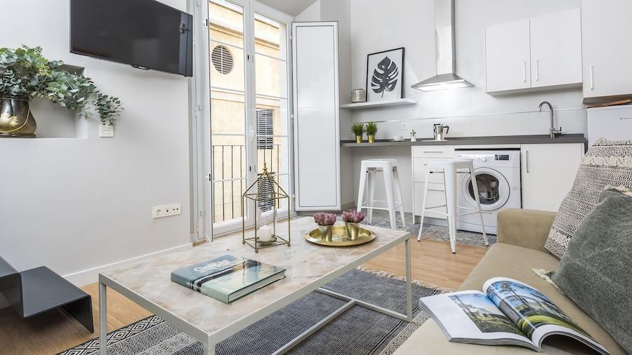 Elegant One-bedroom Apartment Trinidad Grund E