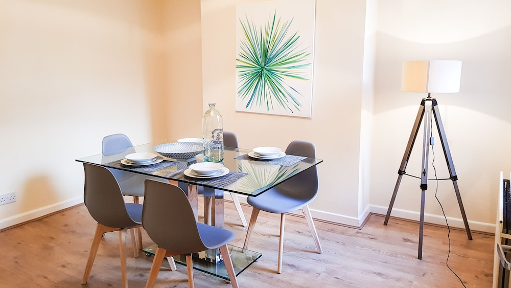 In-Room Dining, Relax in Wavertree Liverpool