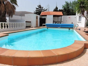 Villa With 6 Bedrooms in Tías, With Wonderful sea View, Private Pool, Enclosed Garden - 4 km From the Beach